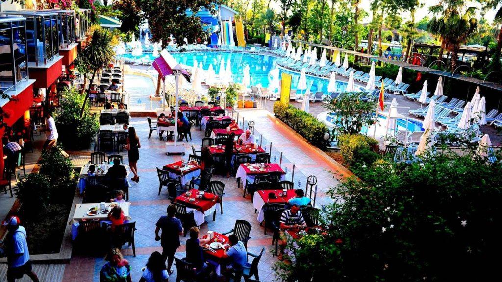 Отель Holiday Park Resort 5*