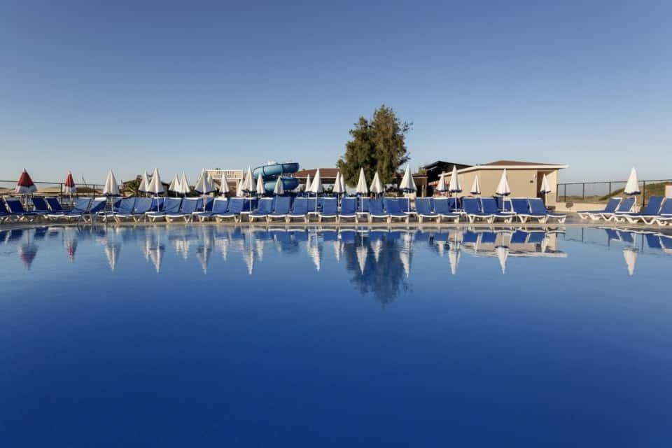 Отель Larissa Beach Club
